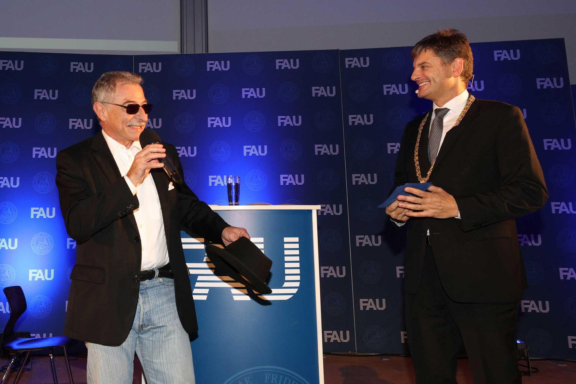 Prof. Dieter Kempf und Prof. Dr. Joachim Hornegger im Gespräch.