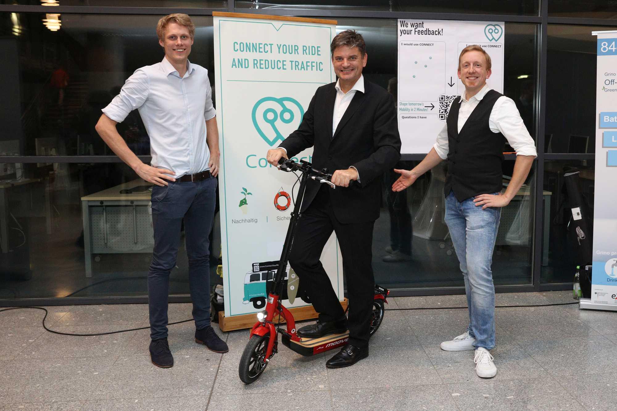 Prof. Dr. Joachim Hornegger auf einem E-Scooter.