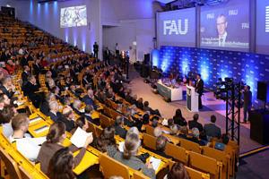 Publikum im Hörsaal beim Dies academicus.